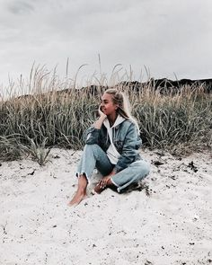 Oh you're a cute blondie fitz & huxley want to enjoy the sea salt sand next to you Winter Beach, Beach Day, Fotos Strand, Cute Beach Pictures, Beautiful Pictures, Beach Vibes, Beach Shoot, Shooting Photo, Insta Photo Ideas