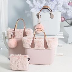 Choosing The Perfect Handbag That's Suitable For All Season - Best Fashion Tips Travel Handbags, Tote Handbags, Tote Backpack, Tote Bag, My Bags, Purses And Bags, Leather Craft, Leather Bag, Pandora Bag