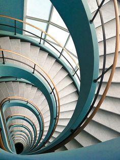 Interior Exterior, Interior Stairs, Interior Architecture, Installation Architecture, Building Architecture, Staircase Architecture, Grand Staircase, Staircase Design, Modern Staircase