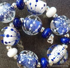 Boules bleues et blanches by pixie willow designs @ etsy Friendship Bracelet Instructions, Kind Of Blue, Pixie, Beaded Jewelry, Jewellery, How To Make Beads, Hand Blown Glass, Lampwork Beads, Glass Art