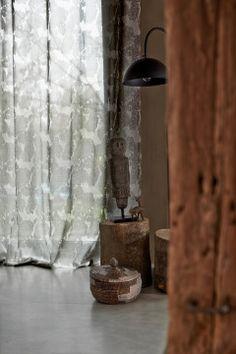 Te koop bij Caspar Dekkers interieurs www.cdinterieurs.nl  Kobe vitrage Nomad - wit, grijs - Kanty 110181