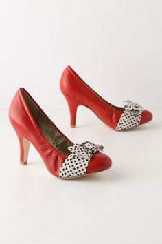 it is taking all of my self-control not to buy these shoes right this second. vantine pumps. $49.95