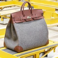 """""""Be still, my beating heart"""" crazy good HAC bag in the new LE MONDE D'HERMES @hermes"""