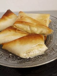 Samosas with honey and walnut goat cheese Indian Food Recipes, Vegetarian Recipes, Cooking Recipes, Tapas, Samosas, Fingerfood Party, Salty Foods, Appetisers, Cooking Time