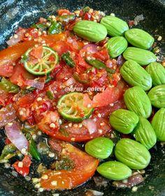 Resep Sambal Dadak Ataui Sambal mentah By Sambal Sauce, Sambal Recipe, Asian Recipes, Beef Recipes, Cooking Recipes, Healthy Recipes, Indonesian Cuisine, Indonesian Recipes, Homemade Sauce