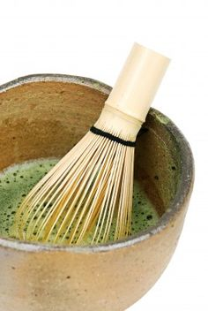 Green Tea Ceremony uplifting+energizing experience featuring Organic Matcha Green Tea + Mint. Begin with a full body dry brush massage to refresh your skin + awaken circulation. Then you are cocooned in a warm masque of Organic Matcha Tea + refreshing Organic Mint.  A blend of coarse Sea Salt + warm Green Tea are used to exfoliate + cleanse, exposing a renewed and beautiful you. After a rinse under the Vichy Shower, an effleurage of energizing oil seals in nutrients leaves you smooth…