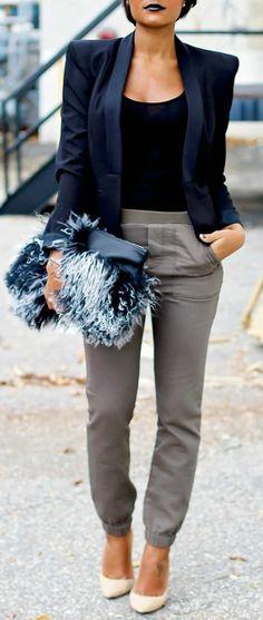 veste-printemps-femme-épaules-soulignées-fortement-bleu-foncé