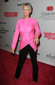 Jamie Lee Curtis Fitted Blouse - Jamie Lee Curtis' bubblegum pink asymmetrical top was perfection for the 2011 Pink Party. Jamie Lee Curtis Young, Tony Curtis, Dressing Over 60, Silver Haired Beauties, Grey Hair Men, Grey Hair Inspiration, Transition To Gray Hair, Dark Blonde Hair, Asymmetrical Tops