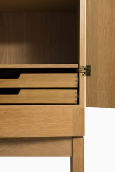 High quality mid century cabinet in oak and brass at Studio Schalling