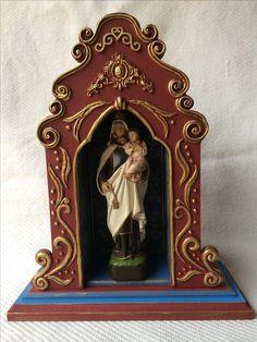 Prayer Corner, Prayer Box, Catholic Altar, Altar Decorations, Diy Home Crafts, Religious Art, Design Reference, Sacramento, Clay Art