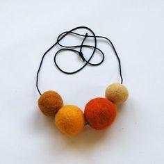 felt balls necklace | HELLOshiso