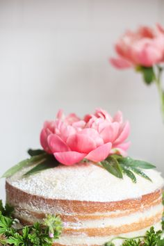 Effortless Entertaining: A Peony Topped Cake