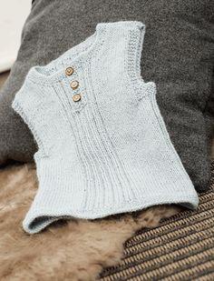 baby slipover free pattern in danish Knitting For Kids, Baby Knitting Patterns, Crochet For Kids, Crochet Baby, Knit Crochet, Knit Vest Pattern, Baby Barn, Newborn Outfits, Baby Sweaters