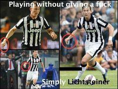 Obrońca Juventusu Turyn pokazuje wszystkim środkowy palec podczas meczów • Stephan Lichtsteiner zawsze biega z fakolcem po boisku >> #juve #juventus #football #soccer #sports #pilkanozna #funny