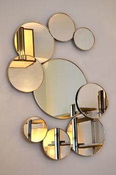 Miroir ronds de la collection variance. Cerclage Maillechort, laiton ou acier. Tons disponibles: noir, gris argent, bronze.
