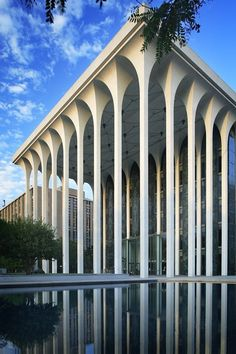 With its grand portico, the Northwestern National Life Insurance Building in Minneapolis by Minoru Yamasaki has often been likened to a Greek temple. Completed in 1964, it hovers somewhere between authentic grandeur and high kitsch. Credit: Photograph by Pete Sieger.