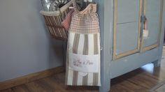 Sac à pain shabby campagne à carreaux et bandes rouge/écru/taupe dentelles de lin et inscription brodée : Autres sacs par rouge-lin-et-bois