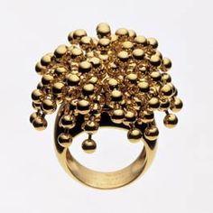 Les Arts Décoratifs - Site officiel - Bagues, bracelets, collier et pendants d'oreille - Bague Perruque, collection Paris nouvelle vague Cartier, 1999