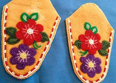 "Moccasin ""Vamps"" – Page 10 – Walking With Our Sisters Native Beading Patterns, Bead Embroidery Patterns, Beadwork Designs, Native Beadwork, Native American Beadwork, Beaded Embroidery, Bead Patterns, Baby Moccasin Pattern, Beaded Moccasins"
