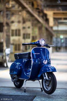 Blue Banana – Vespa Primavera im O-Lack mit nur 1188 Km. – - Vespa Blue Banana – Vespa Primavera im O-Lack mit nur 1188 Km. Vespa Px 125, Vespa Gts, Vespa Bike, Piaggio Vespa, Lambretta Scooter, Scooter Motorcycle, Vespa Scooters, Vespa Primavera, Vintage Vespa
