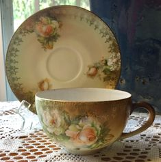 Cup And Saucer Set, Tea Cup Saucer, Tea Cups, Coffee Cups, China Tea Sets, Teapots And Cups, Chocolate Pots, Vintage Dishes, Afternoon Tea