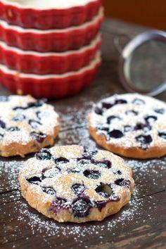 Amandelcakejes met blauwe bosbessen Wine Recipes, Baking Recipes, Snack Recipes, Dessert Recipes, Snacks, Dutch Recipes, Sweet Pie, Piece Of Cakes, No Bake Desserts