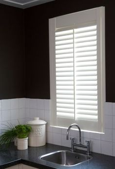 Mind Blowing Useful Ideas: White Fabric Blinds vertical blinds sliders.Bedroom Blinds Room Darkening where to buy bamboo blinds.Kitchen Blinds And Curtains. Exterior Blinds, Patio Blinds, Diy Blinds, Outdoor Blinds, Bamboo Blinds, Privacy Blinds, Blinds Ideas, Kitchen Blinds Fabric, Bathroom Blinds