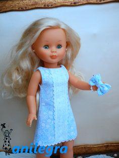 Vestido de piqué con tira bordada modelo low cost para Nancy Ropa American Girl, American Girl Clothes, Nancy Doll, Spanish Girls, Girl Dress Patterns, Barbie Dress, Baby Dolls, Doll Clothes, Girl Outfits