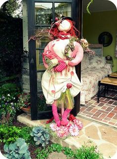 Unique funny and creative diy scarecrow ideas for your garden, outdoor front yard - easy to make Scarecrow Festival, Diy Scarecrow, Amazing Gardens, Beautiful Gardens, Scarecrows For Garden, Autumn Theme, Fall Halloween, Halloween Ideas, Yard Art