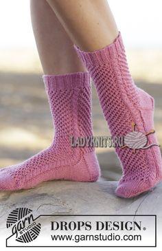 вязаные спицами ажурные носки
