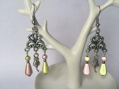 Boucles d'oreilles chandelier argent avec perles magiques verte et rose : Boucles d'oreille par alterperles