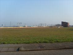 Spoorzicht. Aan het einde van de Blankenslaan(west) kijk je richting station in Hoogeveen. Het gebouw wat je ziet niet het stationsgebouw maar het gebouw waarin o.a. makelaar Schelhaas is gevestigd.