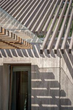 Brüt betonda ahşap kalıp izleri... T-House,© Yercekim Architectural Photography