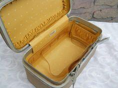 Vintage train case Samsonite Fashionaire by PerfectlyGoodStuff, $25.00