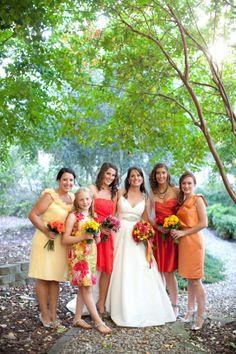 Love the varied color bmaid dresses!!