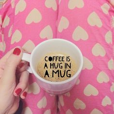 coffee is a hug in a mug #coffee #mug #café #caneca #xícara #morning #manhã #comfy