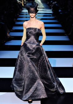 Armani Privé Spring 2012 Couture - Review - Fashion Week - Runway, Fashion Shows and Collections - Vogue - Vogue