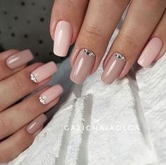 In seek out some nail designs and some ideas for your nails? Here's our list of must-try coffin acrylic nails for trendy women. Nude Nails, Manicure And Pedicure, Glitter Nails, Acrylic Nails, Perfect Nails, Gorgeous Nails, Pretty Nails, Hair And Nails, My Nails