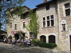 Pérouges - Ain dept. -  Rhône-Alpes région,  France                   .........www.eupedia.com