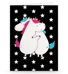Grußkarte Einhörner Umarmen aus Karton 300 Gramm  weiß - Das Original von Mr. & Mrs. Panda.  Die wunderschöne Grußkarte von Mr. & Mrs. Panda im Format Din Hochkant ist auf einem sehr hochwertigem Karton gedruckt. Der leichte Glanz der Klappkarte macht das Produkt sehr edel. Die Innenseite lässt sich mit deiner eigenen Botschaft beschriften.    Über unser Motiv Einhörner Umarmen  Die umarmenden Einhörner sind das ultimative Geschenk für die Schwester. Sie klaut die Klamotten, besetzt das…
