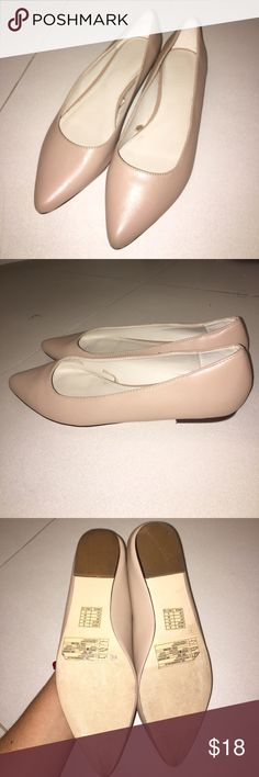 Cute pointed flats Forever 21 cream colored flats. Classy and cute! Great flats for any occasion. Worn a few times, but no scratches or scuffs :) Forever 21 Shoes Flats & Loafers