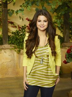 Best Alex Russo Lines On Wizards Of Waverly Place - Selena Gomez As Alex Russo Wizards Of Waverly Place - Seventeen Selena Gomez Fashion, Selena Gomez Outfits, Estilo Selena Gomez, Selena Gomez Pictures, Selena Gomez Style, Alex Russo, Wizards Of Waverly Place, Evolution Of Fashion, Marie Gomez