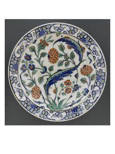 Plat aux oeillets et à la grande feuilles saz - Musée national de la Renaissance (Ecouen)