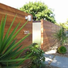 Decor My Houzz: A Mid-Century Marvel Revived in Long Beach - modern - exterior - orange county - Tara Bussema - Modern Wood Fence, Modern Fence Design, Wooden Fences, Modern Gates, Wood Fence Design, Modern Entrance, Rustic Fence, Backyard Fences, Garden Fencing