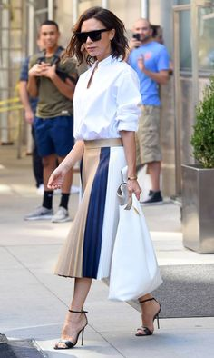 Victoria Beckham's Daughter Harper Can Wear Heels Better Than Most Grown-Ups!: Photo Victoria Beckham looks chic while stepping out in the Big Apple on Wednesday (September in New York City. The fashion designer has been in town… Fashion Week, Look Fashion, Daily Fashion, Fashion Outfits, Fashion Photo, Paris Chic, Celebrity Style Inspiration, Mode Inspiration, Victoria Beckham Stil