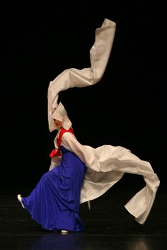 Korean traditional dance - funny hats aside, these dancers are f*^#ing awesome!