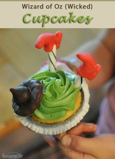 Wizard of Oz (Wicked) Cupcakes | The Happy Housewife