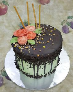 Chocolate Drip Cake Inside : vanilla and matcha cake