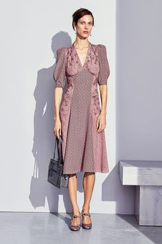 View the full Bottega Veneta Pre-Fall 2017 collection.