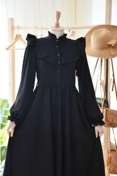Stylish Dress Designs, Stylish Dresses, Simple Dresses, Modesty Fashion, Abaya Fashion, Fashion Dresses, Mode Abaya, Mode Hijab, Long Skirt Fashion